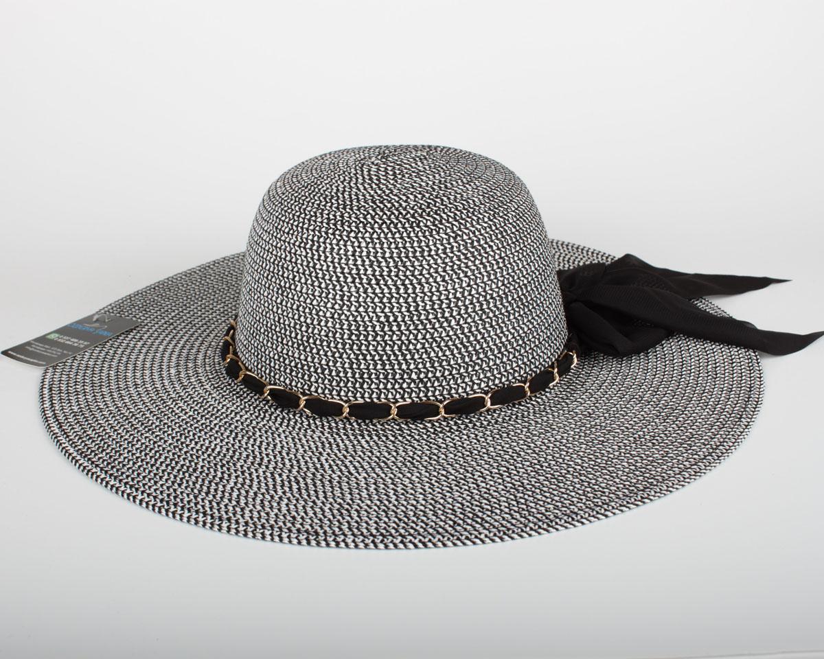 geniş kenarlı kadın şapka